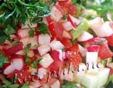 Огурцы с редькой и помидорами