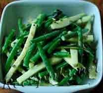 Салат из стручковой фасоли с сыром