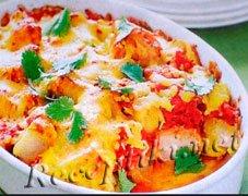 Картофельная запеканка с помидорами и чесноком