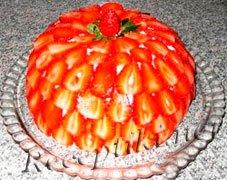 """Торт с кремом """"Клубничная поляна"""""""