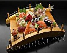 Суши с авокадо и креветками
