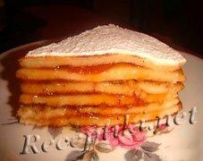 Пирог из блинов с повидлом