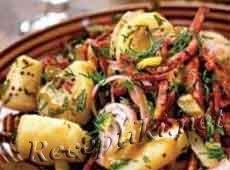 Горячий картофельный салат с грудинкой
